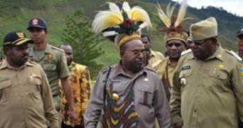 Gubernur-Papua-Lukas-Enembe-resmikan-26-Gereja