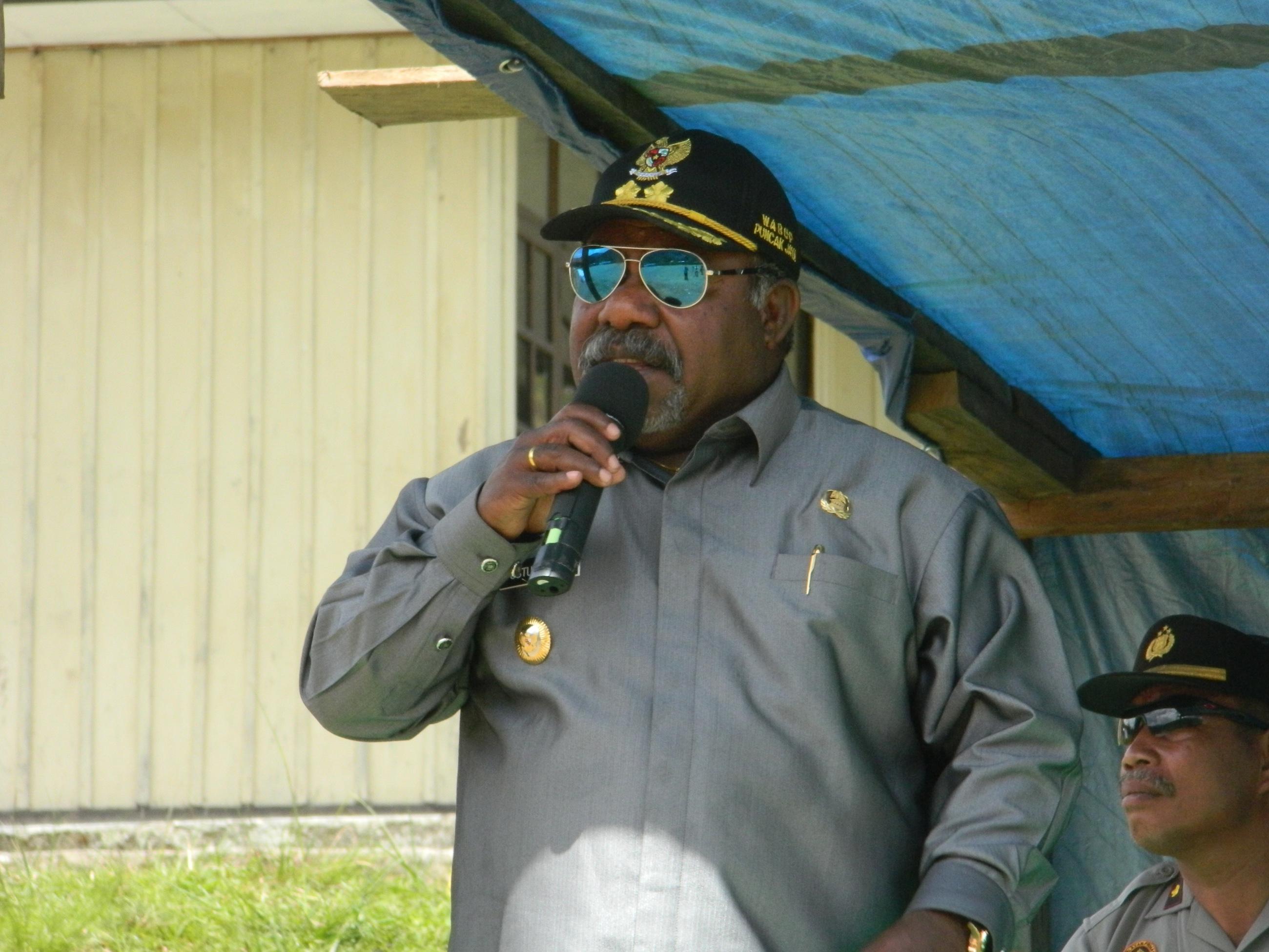 wakil Bupati saat memberikan sambutan di hadapan masyarakat kab. yamo