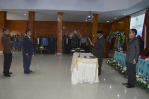 BUpati Puncak Jaya saat Melantik Kepala Kantor Unit Layanan Pengadaan (ULP) Sabri Wahyu, S.Hut