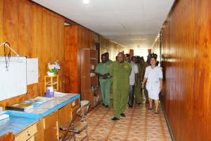 Bupati Puncak Jaya, Drs. Henok Ibo, Ketua DPRD Puncak Jaya Nesco Wonda saat Meninjau Ruang Perawatan RSUD baru