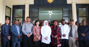Foto Bersama Mentri Sosial Ibu Dra. Khofifah Indar Prawansa dan Muspida Kabupaten Puncak Jaya