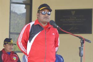 Arahan Sekretaris Daerah Kabupaten Puncak Jaya Yuni Wonda, S.Sos, S.IP, MM saat Jalan Santai Dalam Rangka HUT Korpri