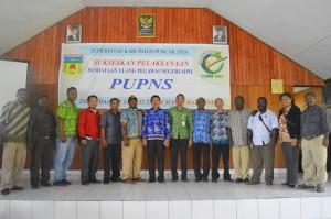 Foto Bersama Kepala BKD Yus Baminggen, S.Sos, M.Si dan Staf beserta Tim BKN Regional IX