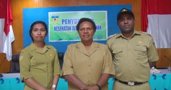 Plh. Kepala Kantor Pemberdayaan Perempuan dan KB Yosephita Aron, SE dan Staf saat Penyuluhan Kesehatan Ibu dan Bayi