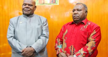 Bupati dan Wakil Bupati saat sedang diwawancarai seputar ibadah pengucapan syukur 3 tahun kepemimpinan