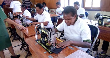 Pelatihan Jahit Menjahit Perempuan Papua Khususnya Puncak Jaya di Aula Distrik Mulia