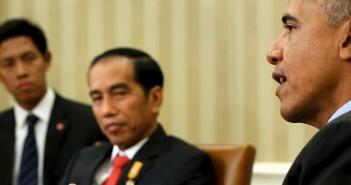 Presiden AS Barack Obama memberi keterangan usai bertemu Presiden RI Jokowi di Gedung Putih, Washington, Senin (26/10). Jokowi memotong masa lawatannya ke Amerika Serikat karena semakin memburuknya bencana asap di Indonesia.