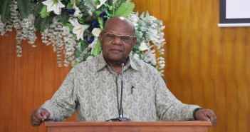 Bupati Puncak Jaya Drs. Henok Ibo Saat berikan sambutannya pada pertemuan tatap Muka dengan BPK RI perwakilan Papua