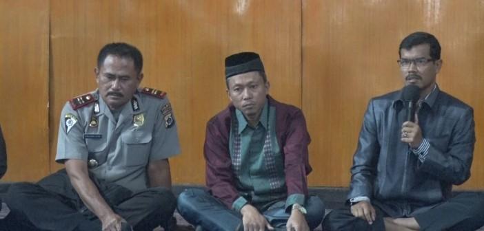ketua PKJSM Mulyadi, S.Sos, M.Ap  saat membuka pertemuan bersama untuk terus menjaga silahturahmi keluarga besar PKJSM