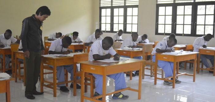 Siswa-Siswi yang mengikuti Ujian Nasional