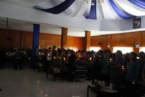Proses Penyalahan Lilin pada dramatisasi Kekerasan Terhadap Anak pada Pembukaan Rakornis Pemberdayaan di Gedung Sasana Kawonak Kantor Bupati Puncak Jaya