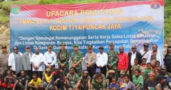 danrem-173pvb-brigjen-tni-tri-suwandono-bersama-muspida-dan-masyarakat-di-distrik-yambi