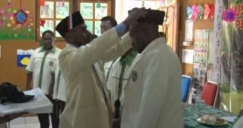 pemakaian-atribut-ketua-pemuda-katolik-kepada-ketua-pemuda-katolik-terpilih-imanuel-yohanes-tekege-sh