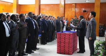 Plt. Bupati Puncak Jaya saat melantik pejabat eselon II, III dan IV