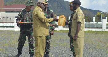 Penyerahan Peralatan TMMD Oleh Bupati Puncak Jaya
