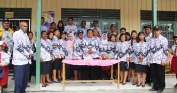 Foto Bersama Para Guru - Guru Di Puncak Jaya