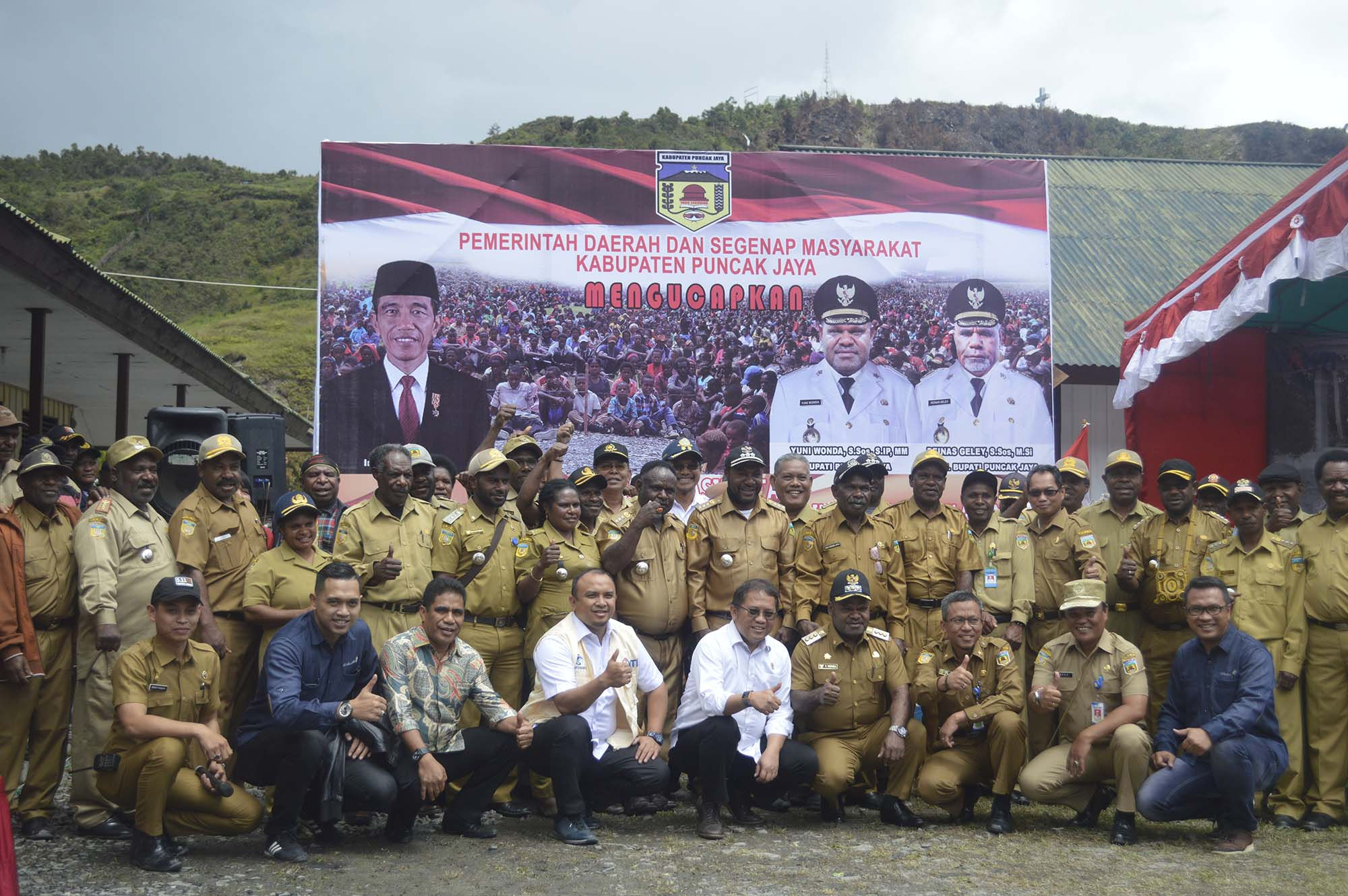 Foto Bersama Menteri Kominfo di Dampingi Bupati Puncak Jaya dan pejabat Eselon II, III Kabupaten Puncak Jaya