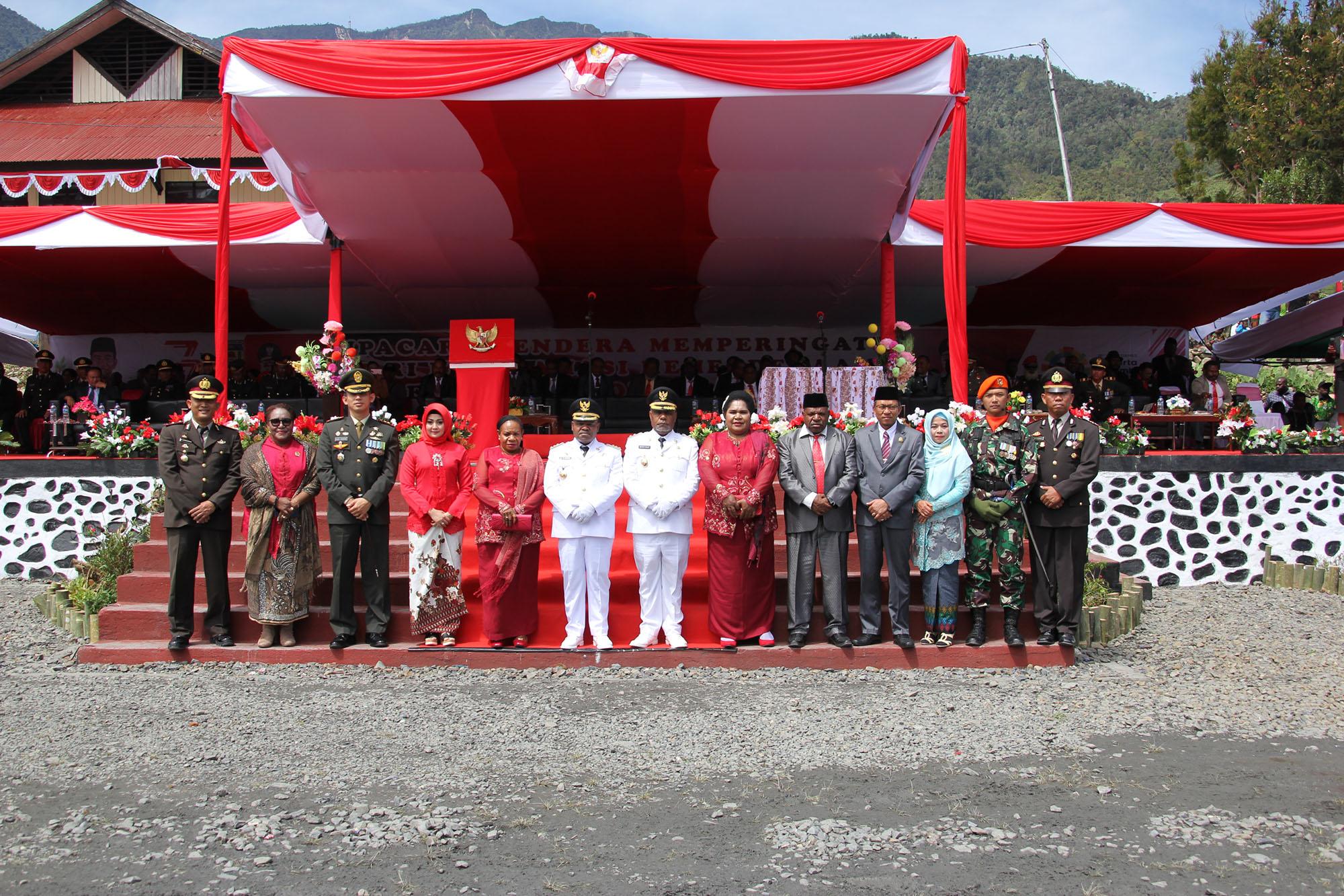 Foto Bersama Muspida Puncak Jaya