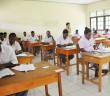 Suasana Siswa/Siswi SMA saat Melakukan Ujian Sekolah di SMA Negeri 1 Mulia