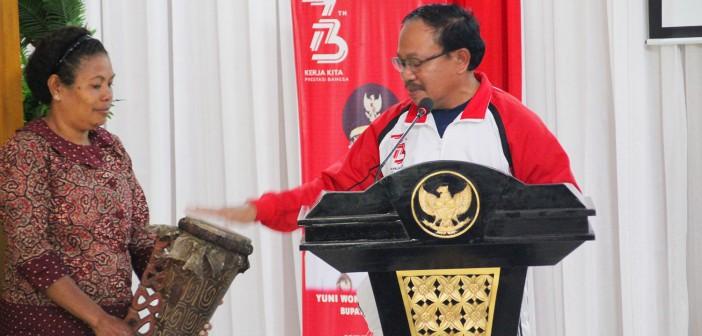 Asisten III Bidang Administrasi Umum Drs. Hendrik Bilangla'bi, M.KP saat menutup Penutupan Musrenbang tahun 2019