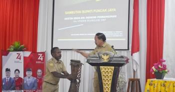 Pembukaan Ujian Dinas oleh Asisten II Bid. Ekonomi Pembangunan Drs. Hendrik Bilangla'bi, M.KP