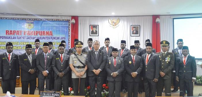 Forkopimda Puncak Jaya didampingi Ketua PN Nabire serta Anggota DPRD periode 2019-2024 yang baru dilantik