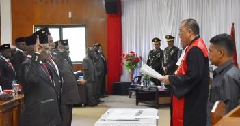 Pelantikan Pimpinan DPRD oleh Ketua Pengadilan Nabire