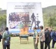 Presiden GIDI, Ketua MRP dan Bupati Puncak Jaya serta Para Muspida saat melakukan pemusnahan baliho mesin pembunuh oap