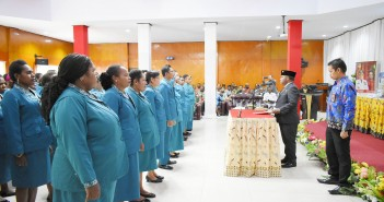 Bupati Puncak Jaya saat Melantik Pengurus Utama TP-PKK Kabupaten Puncak Jaya