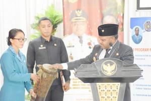 Bupati Puncak Jaya saat membuka Pelatihan Sistem Informasi Manajemen