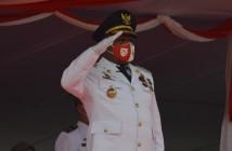 Bupati Puncak Jaya Yuni Wonda, S.Sos, S.IP, MM selaku Inspektur Upacara saat Peringatan HUT RI Ke - 75 Tahun