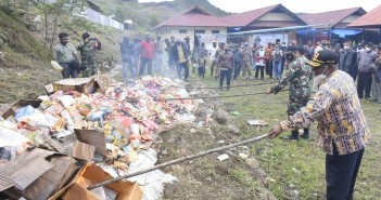 Pemusnahan barang oleh Asisten II Setda