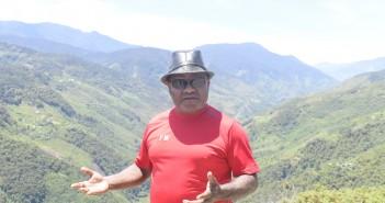 Bupati Puncak Jaya Dr. Yuni Wonda, S.Sos, S.IP, MM saat menjelaskan ke Pers