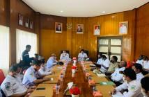 Sekda bersama Pejabat Eselon II dan III saat Rapat PAD